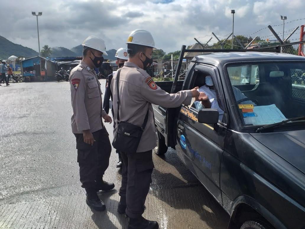 Cegah Penyebaran Covid-19, Ditpamobvit Polda Banten Patroli Beri Himbauan Prokes di Tempat Objek Vital