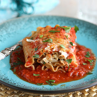 Leftover Turkey (or Chicken) Lasagna Rolls with Sundried Tomatoes & Spinach {Low Fat}