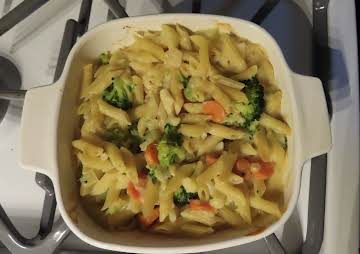 VEGGIE MACARONI AND CHEESE CASSEROLE