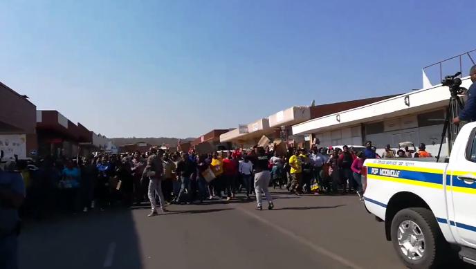 Boos inwoners marsjeer in Mokopane om te eis dat die burgemeester bedank - SowetanLIVE Sunday World