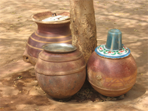 http://all-about-water-filters.com/wp-content/uploads/2015/04/safe_water_storage_jars.png