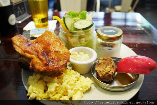 樂焙可廚房-竹炭吐司展嚼勁,爐烤雞腿鮮欲滴