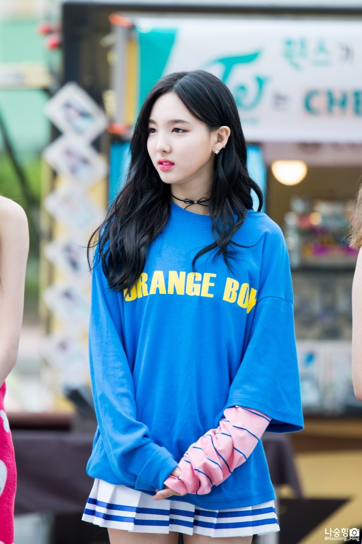 nayeon choker 11