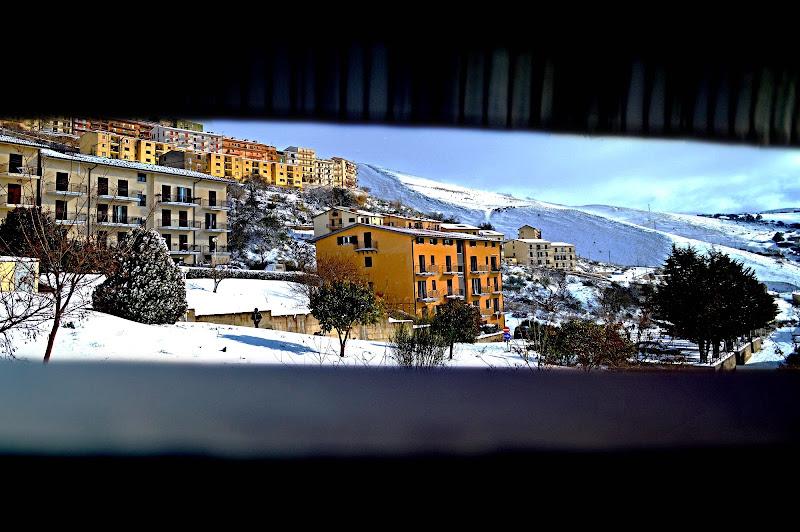 Oltre la persiana, la neve... di chiarasottile98