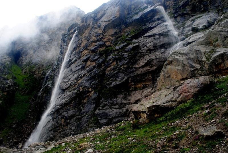 Travellogged-28-valley-flowers-trek-guide-Vasudhara-Falls_image