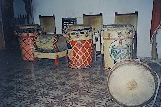 Photo: Les tambours de la société de Tumba francesa de Santiago - 1993 © Daniel Chatelain