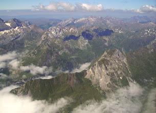 Photo: Vision aérienne à l'Est de Gavarnie sur la vallée du gave d'Ossoue dominée au premier plan à droite par le Soum Blanc de Secugnat 2577m.