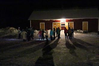 Photo: Pimeän laskeuduttua vielä ulos leikkimään.
