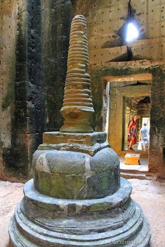 Храм Преа Кхан, кменная ступа в святилище