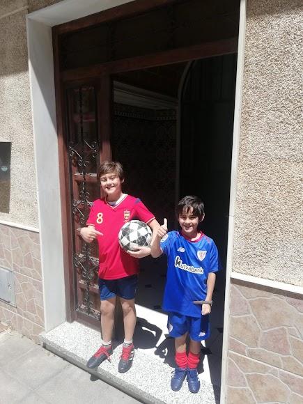 Israel (10) y Jorge (6), dispuestos a pasar un gran día.