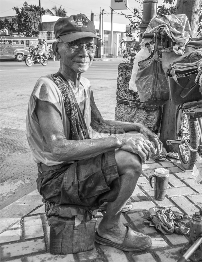 Sapatero by Michael Gabutin - People Street & Candids ( old men, shoemaker, men, philippines, sapatero )