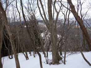 右下の林道と平行に