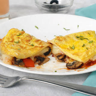 Quick Veggie Pizza Omelet (for Breakfast or Dinner!).