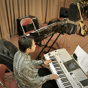 Permainan Tunggal by Pak'de Blangkon - People Musicians & Entertainers ( music, human interest, people, entertainment )