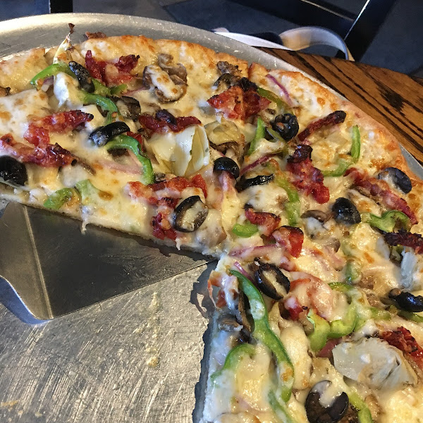 Gluten free veggie pizza (artichokes, sun-dried tomatoes, red onion, mushrooms, green peppers, black olives)