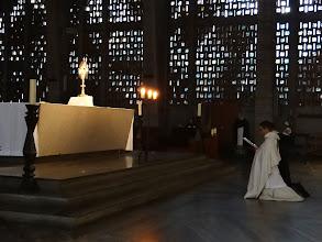 Photo: V neděli večer bývá náš kostel poctěn eucharistickou adorací.