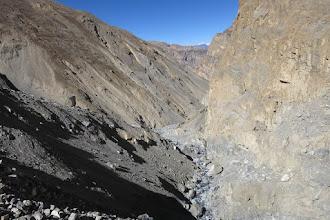 Photo: Franchissement du mamelon détritique au-dessus de la cascade de la Dhechyang khola