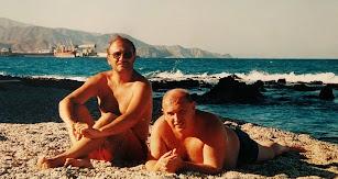 Los hermanos Joaquín y Carlos Díaz Domínguez, en una playa de Carboneras.