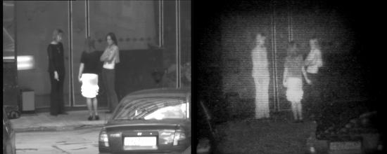Photo: Слева: группа людей на фоне стены.  Справа: те же люди, но наблюдаемые с помощью прибора «Призрак-М». Черный цвет одежды и черный цвет волос изменился на светлый.