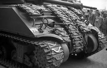 Photo: 0010. Bevrijdingsparade op de Laan van Meerdervoort, tank. 21  mei 1945.  http://www.loki-travels.eu/