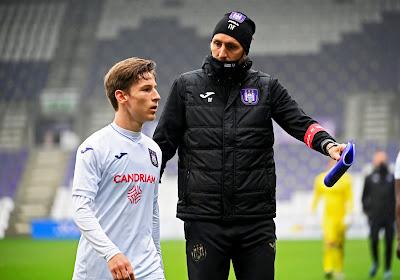 """Kompany laat zich uit over positie Verschaeren nu Tau er niet bij is: """"Normaal dat hij zich eens ten dienste van de ploeg moet zetten"""""""