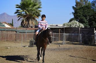 Photo: Bé Nghĩa tập cởi ngựa