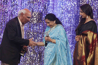 Photo: Yash Chopra presents Lifetime Achievement Award to singer Asha Bhosle at the 18th Annual Colors Screen Awards in Mumbai. IE Photo: Vasant Prabhu