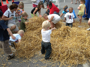 Photo: Who Knew You Could Entertain Kids with Straw?