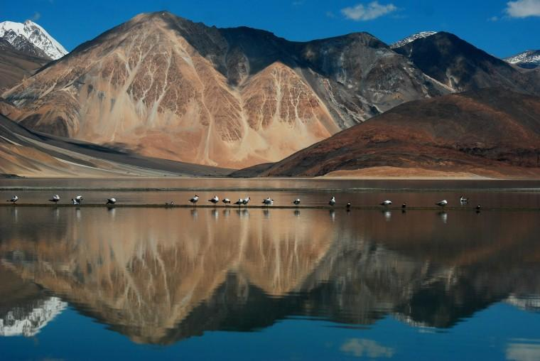 http://www.allwonders.com/india/tour/jammu-and-kashmir/files/2013/10/pangong-tso-lake.jpg