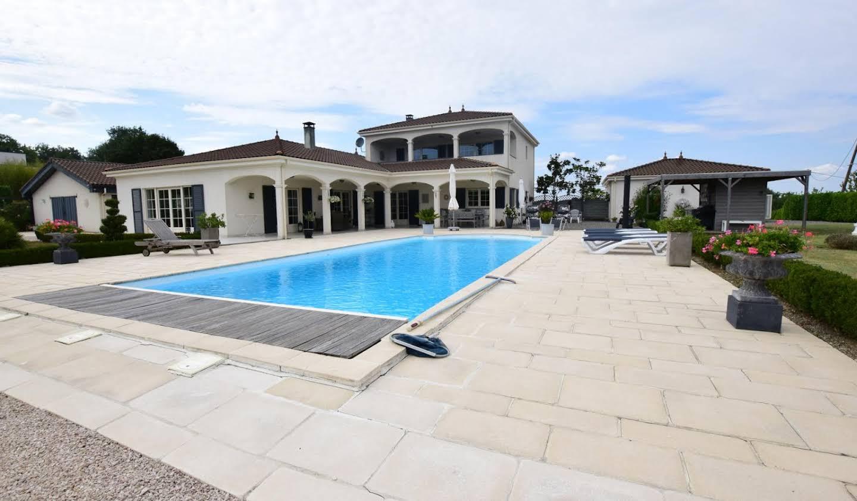 Maison avec piscine et terrasse L'Isle-en-Dodon