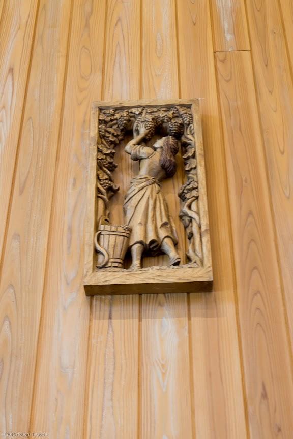 壁を飾るレリーフ
