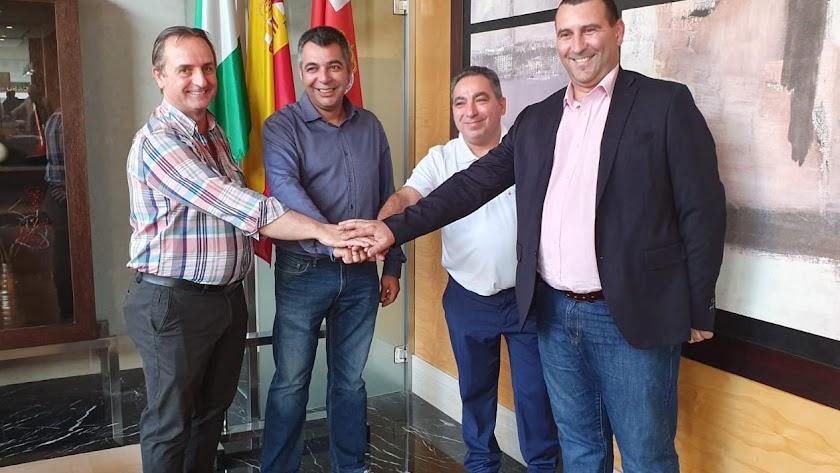 Responsables de Tele Taxi, Juan Antonio Pérez, y Radio Taxi, Juan Antonio Egea, con Andrés Veiga y Miguel Ruano.