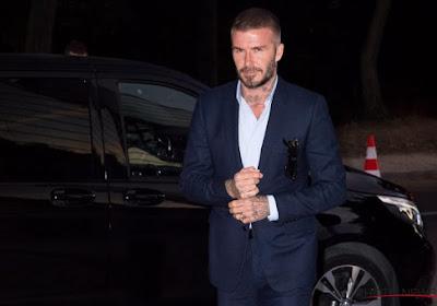 ? David Beckham incrédule devant une fausse statue en son honneur