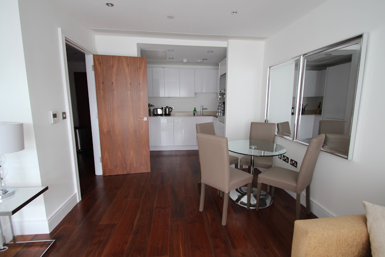 Full kitchen at Lincoln Plaza Serviced Apartments, Canary Wharf, Canary Wharf