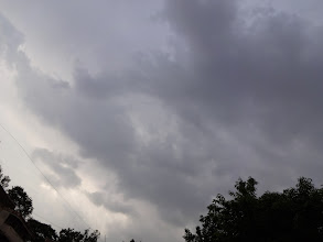 """Photo: In the past three days, Pune has had evening shower with thunder and lighting, which is somewhat abnormal weather in April. However, humidity and uncomfortable warmth come after the rainfall surely tells me that, """"Rainy season has not arrived yet, dear!"""" 22nd April updated (日本語はこちら) -http://jp.asksiddhi.in/daily_detail.php?id=519"""