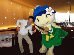 Photo: 2011年03月20日 アルプちゃん!  まつもと子どもたちの映画祭、上映の合間 松本のマスコット「アルプちゃん」と。