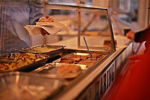 6. Kulina Indikasi Karyawan Happy - Mudahnya memperoleh makanan di sekitar kantor