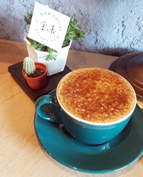 金派coffee杯杯經典,大推口味和視覺上吸睛的【炙燒拿鐵】