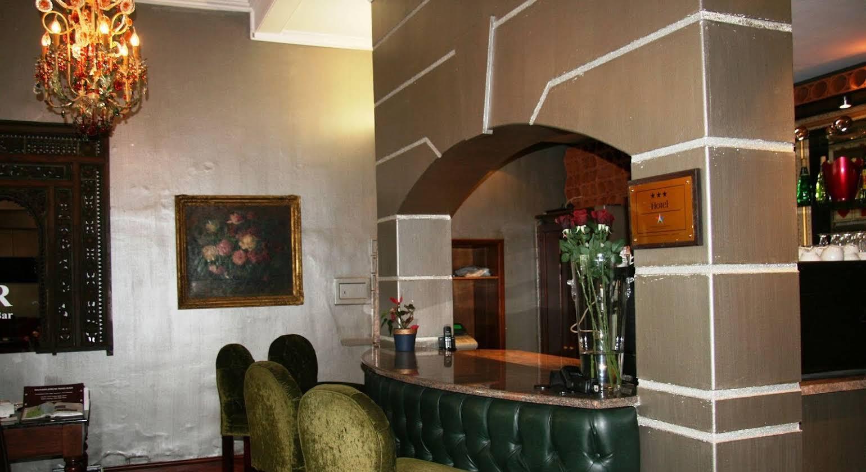 Tudor Hotel