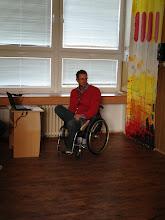 """Photo: Výukové dopoledne na téma """"Život s handicapem"""". Host - Luděk Benada, vysokoškolský učitel na Masarykově univerzitě v Brně (středa 17. září 2014, učebna výtvarné výchovy)."""