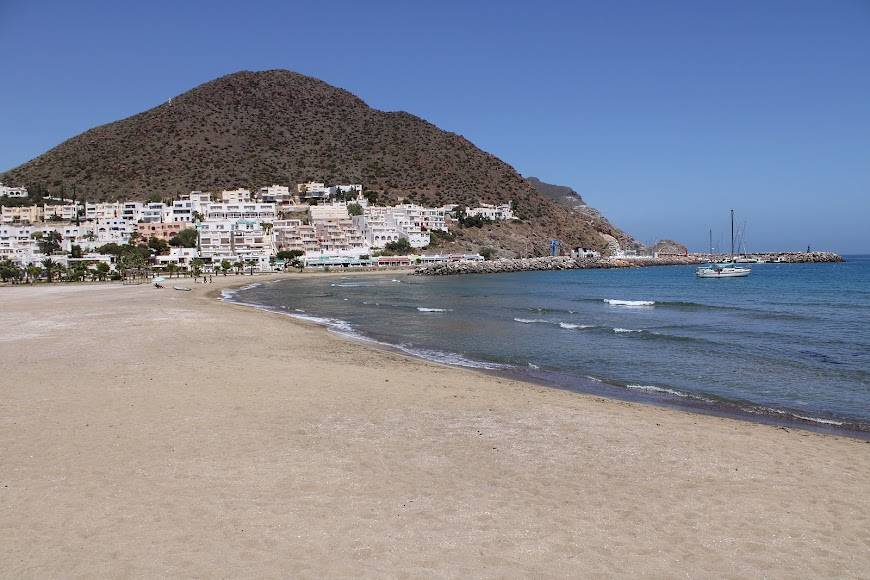 Puerto Deportivo y playa de San José.