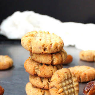 Vegan Almond Flour Shortbread Cookies, naturally sweetened and gluten-free.