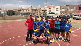 Chicos y chicas participaron en el torneo benéfico.