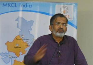 Photo: Dr Abhay Bang speaking in the seminar