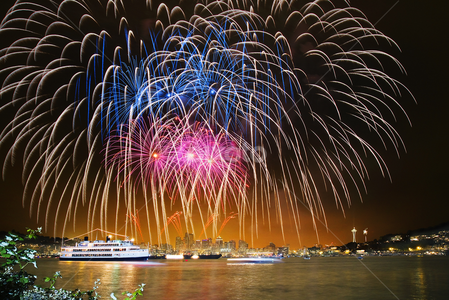 Seattle fireworks by William Lee - Landscapes Travel ( pwcfire, fireworks, night, july, lake, boat, city )