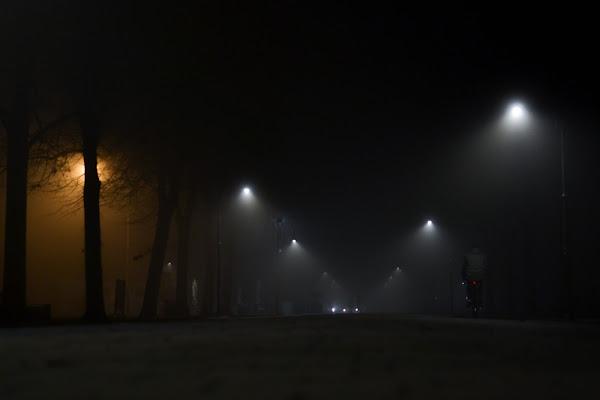 poca gente in giro con il buio di paolo_ross