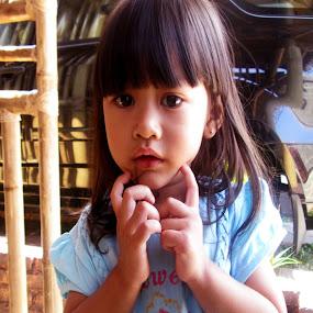 Pretty Little Girl by Jumari Haryadi - Babies & Children Child Portraits ( babby, girls, beuaty, children, pretty )