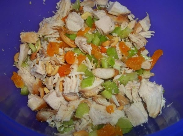 In a large bowl, toss together the turkey, apricots, apple, celery, cashews; set aside.