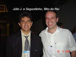 Photo: Júlio J. com o filho do Rei Roberto Carlos, o Segundinho, em 28/08/2004