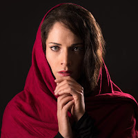 Lauren Segal as M'dea. Photo by Dahlia Katz.